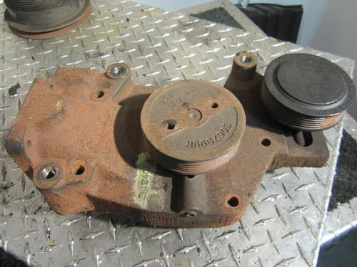 CUMMINS VNL Water Pump