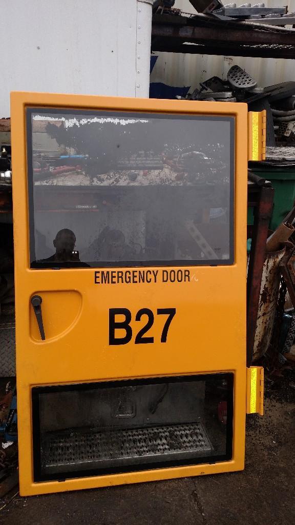 2011 FREIGHTLINER M2 106 DOOR TRUCK PARTS #584999