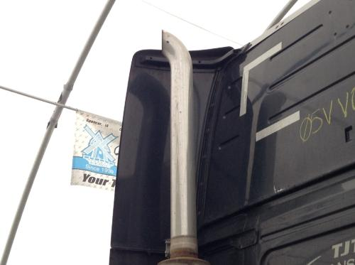VOLVO VNL Exhaust Pipe