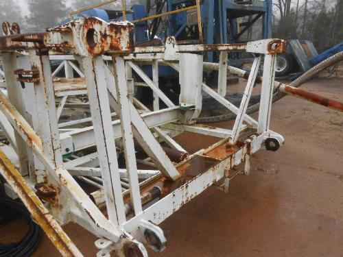 CRANE CARRIER  Equipment (Mounted)