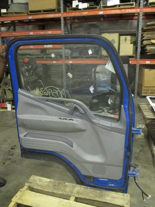 MITSUBISHI FUSO FE84 Door Assembly, Front