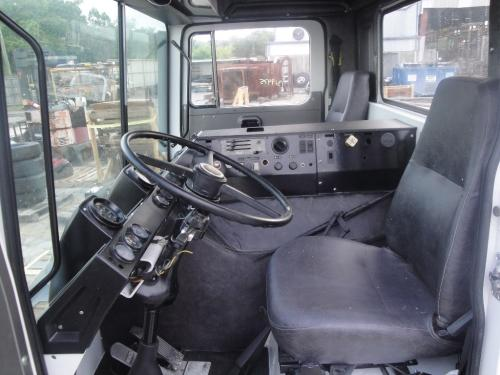MACK MR688 Cab