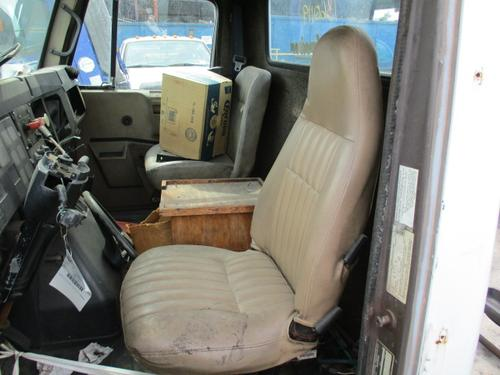 INTERNATIONAL 7100 Cab