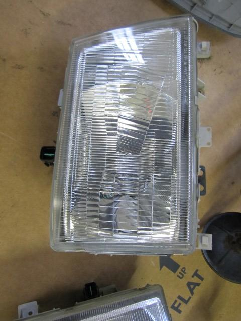 MITSUBISHI FUSO FE84 Headlamp Assembly