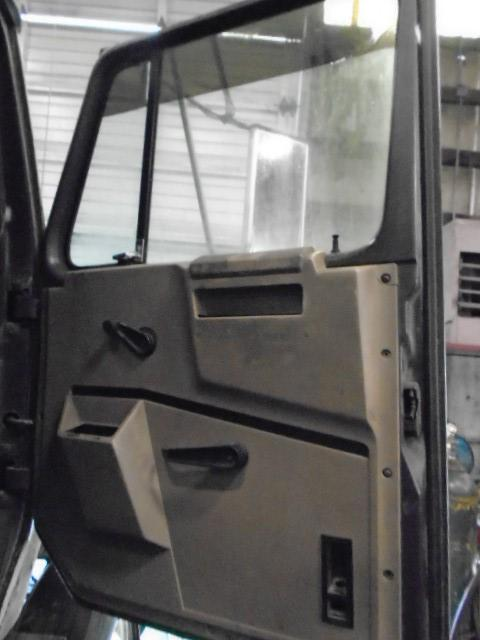 INTERNATIONAL F8300 Cab