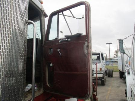 PETERBILT 359 Door Assembly, Front