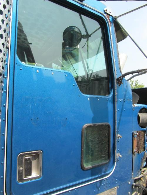 KENWORTH 900L Door Assembly, Front