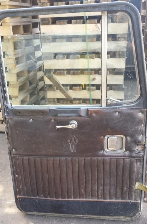 KENWORTH C510 Door Assembly, Front