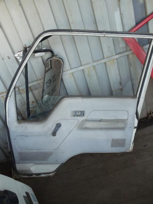 MITSUBISHI FUSO FE434 Door Assembly, Front