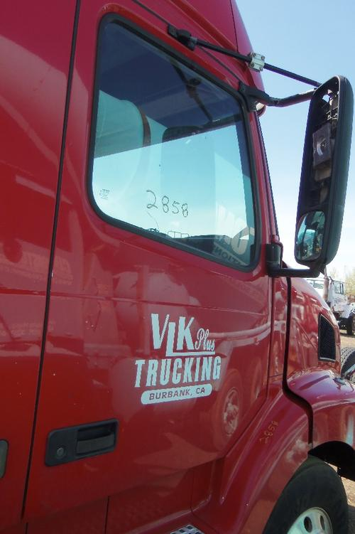 VOLVO VNL64T Fender Extension