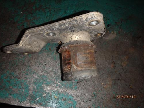 FORD C8000 Engine Mounts