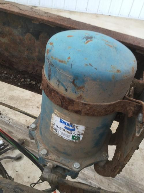 INTERNATIONAL 4900 Air Dryer