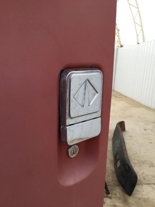 INTERNATIONAL 4700 Door Handle