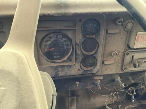 INTERNATIONAL 1724 Instrument Cluster