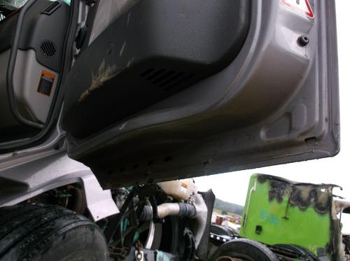 VOLVO VNL64T Door Assembly, Front