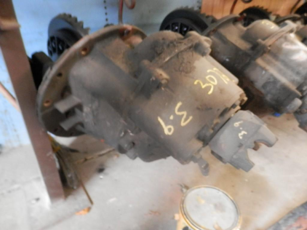 USED EATON DS404 FRONT REARS TRUCK PARTS #585355