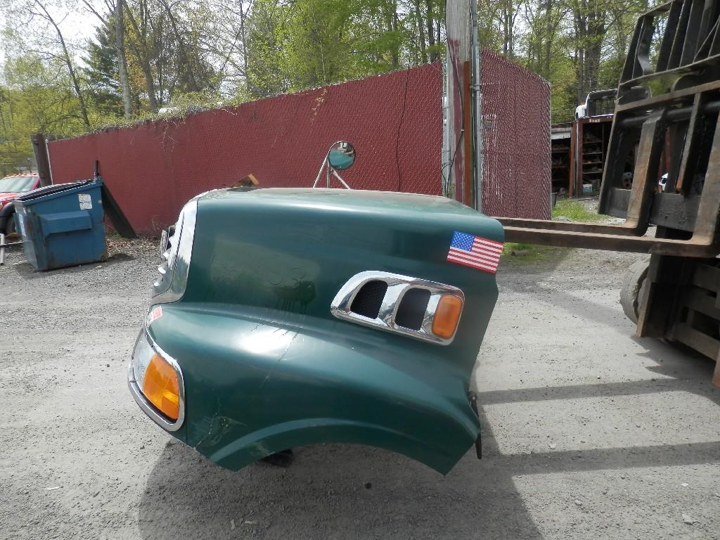 USED STERLING A9500 HOOD TRUCK PARTS #584891