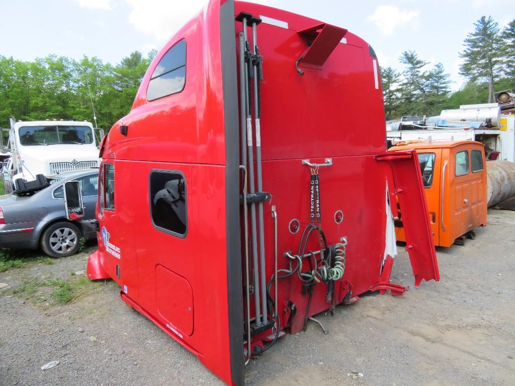 USED PETERBILT 387 CAB MOUNT TRUCK PARTS #586811