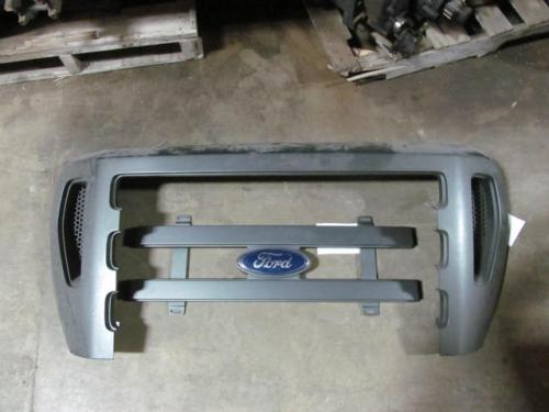 FORD F650 Grille
