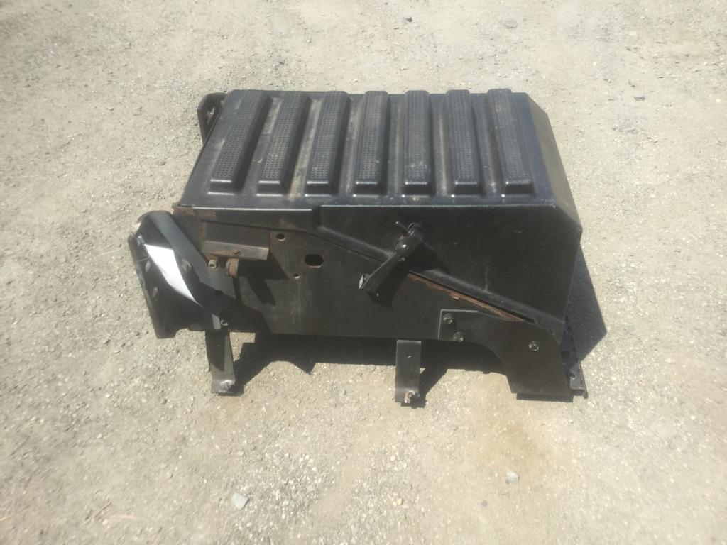 INTERNATIONAL 8600 Battery Box