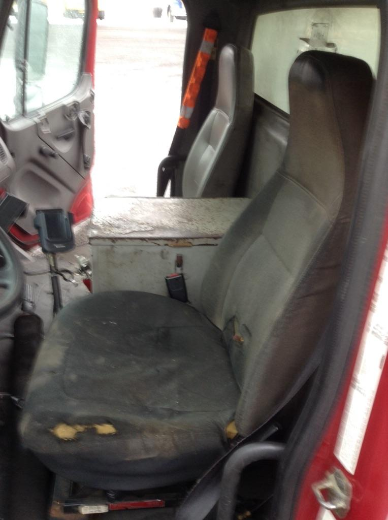 USED FREIGHTLINER M2 106 CAB TRUCK PARTS #667192
