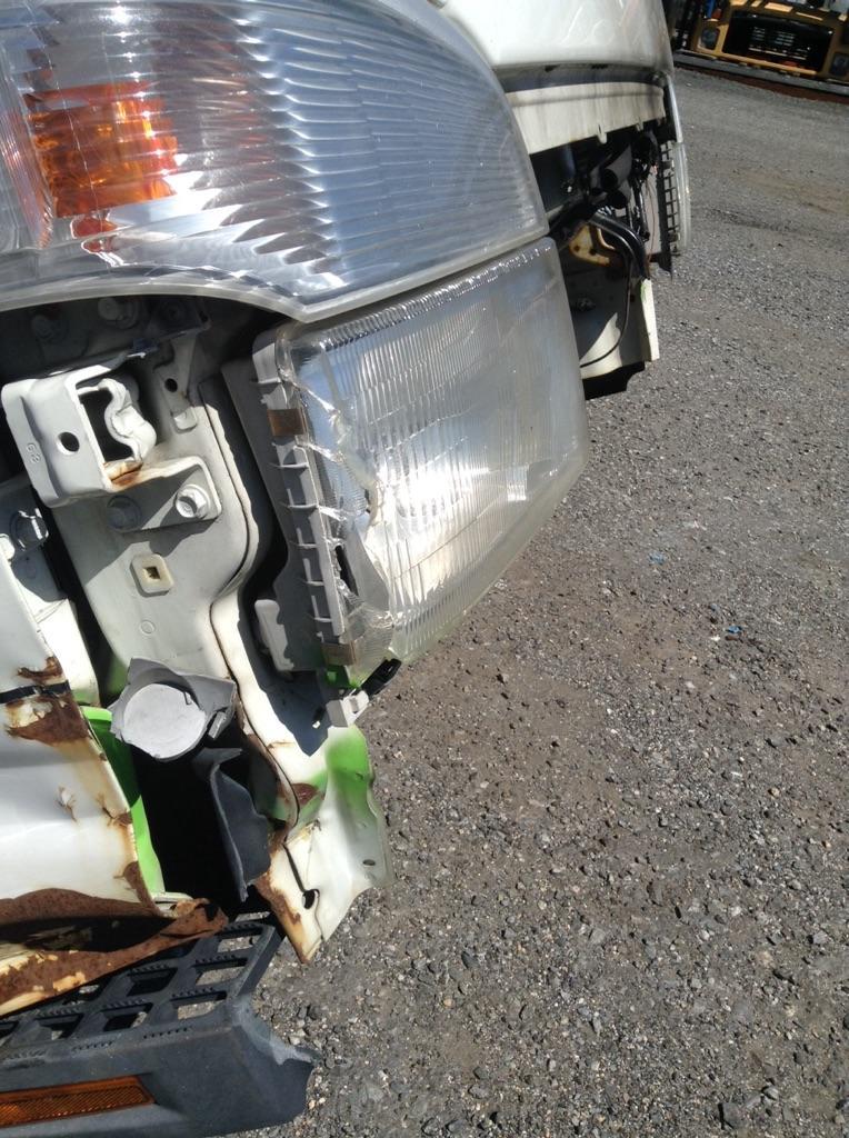USED MITSUBISHI FE85D CAB TRUCK PARTS #633360
