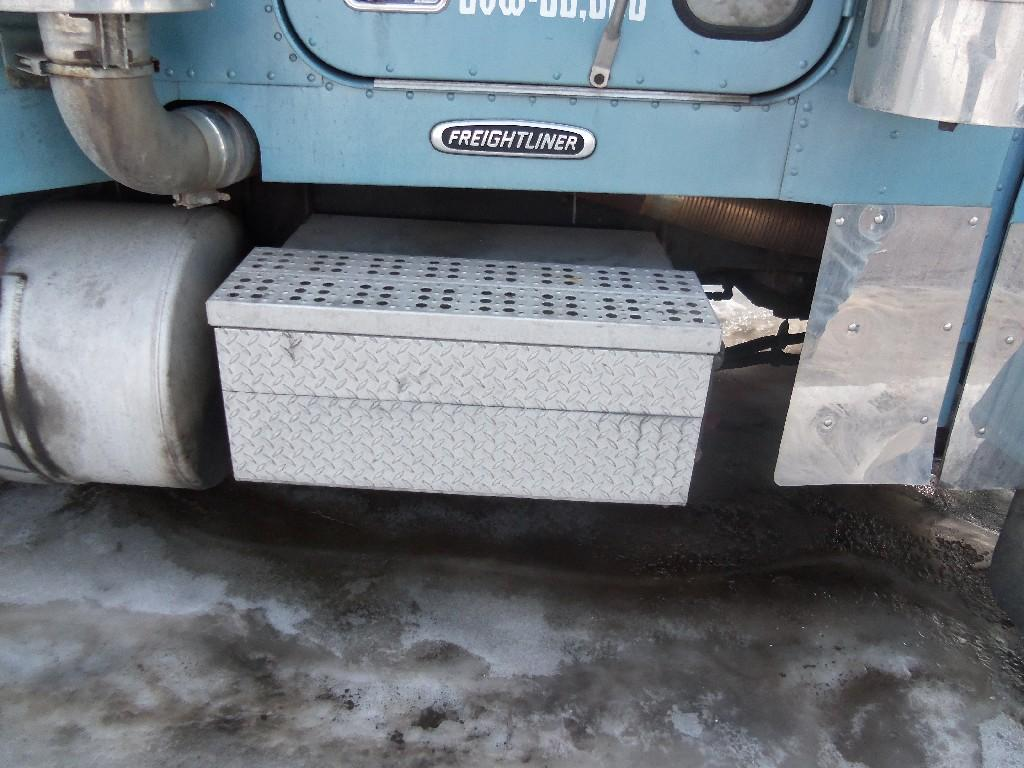 1999 FREIGHTLINER FLD Tool Box