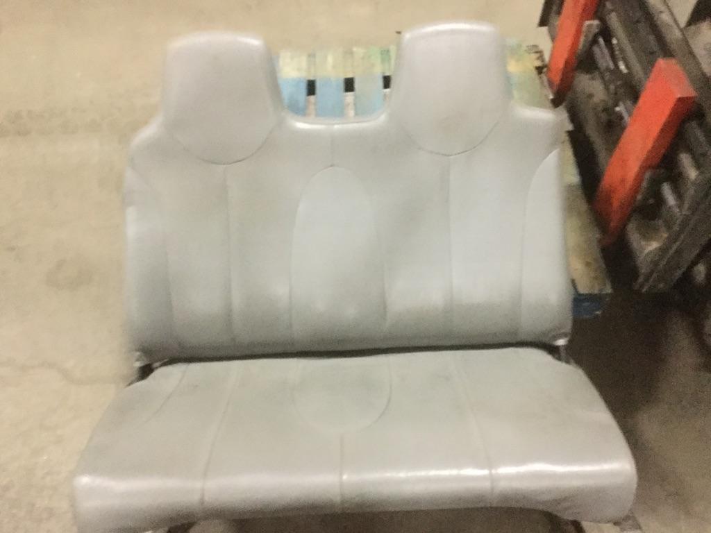 INTERNATIONAL 4200 Seat