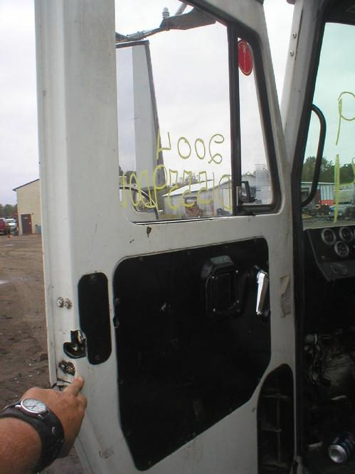 MACK LE600 SERIES Door Assembly, Front