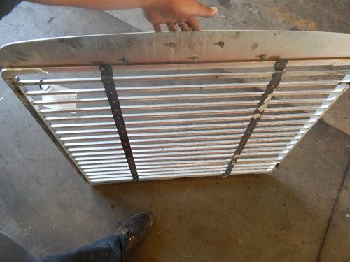 FREIGHTLINER FLD120SD Grille