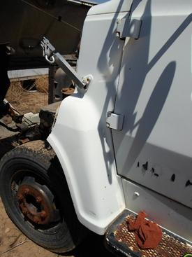 FORD LN600 Fender Extension