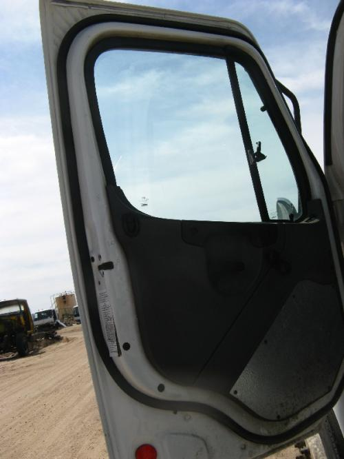 FREIGHTLINER M2-106 Door Glass, Front