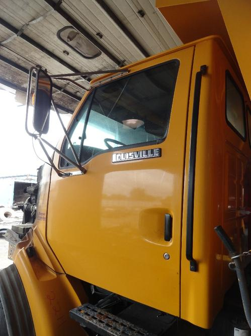 FORD L8501 LOUISVILLE 101 Cab