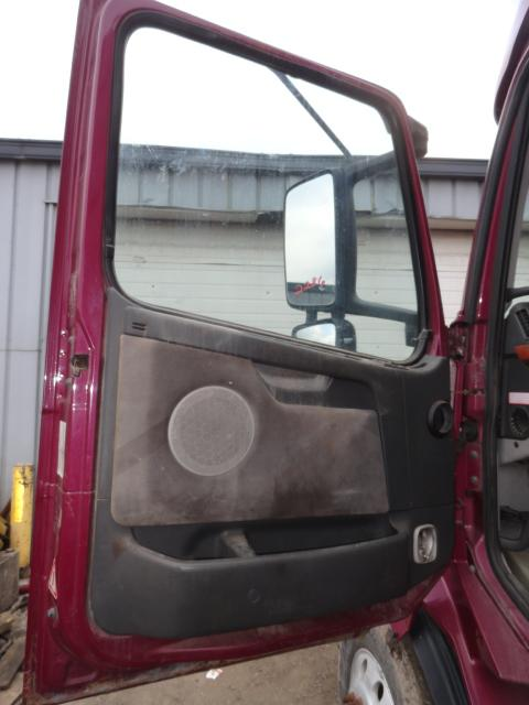 VOLVO VNL 670 Door Assembly, Front