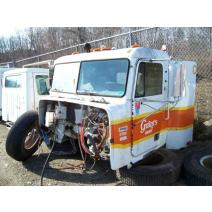 Cab FREIGHTLINER FLD120 White & Bradstreet Inc.
