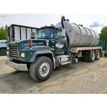 Complete Vehicle MACK RD688 Global Truck Traders Inc.